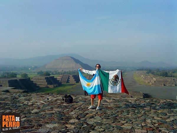 banderas piramide de la luna mexico teotihuacan 4