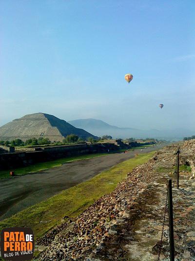 globos aerostaticos paisaje calzada de los muertos teotihuacan mexico pata de perro