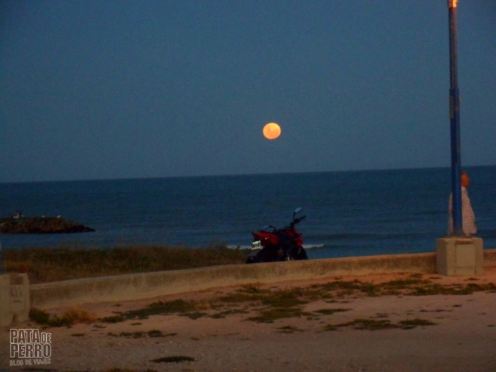 luna llena en el mar pata de perro blog de viajes 5.JPG