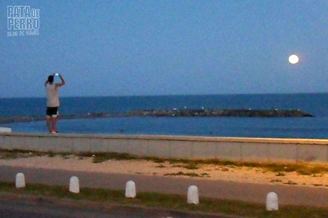 luna llena en el mar pata de perro blog de viajes