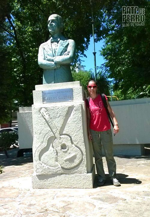 estatua carlos gardel mar del plata argentina pata de perro blog de viajes 2