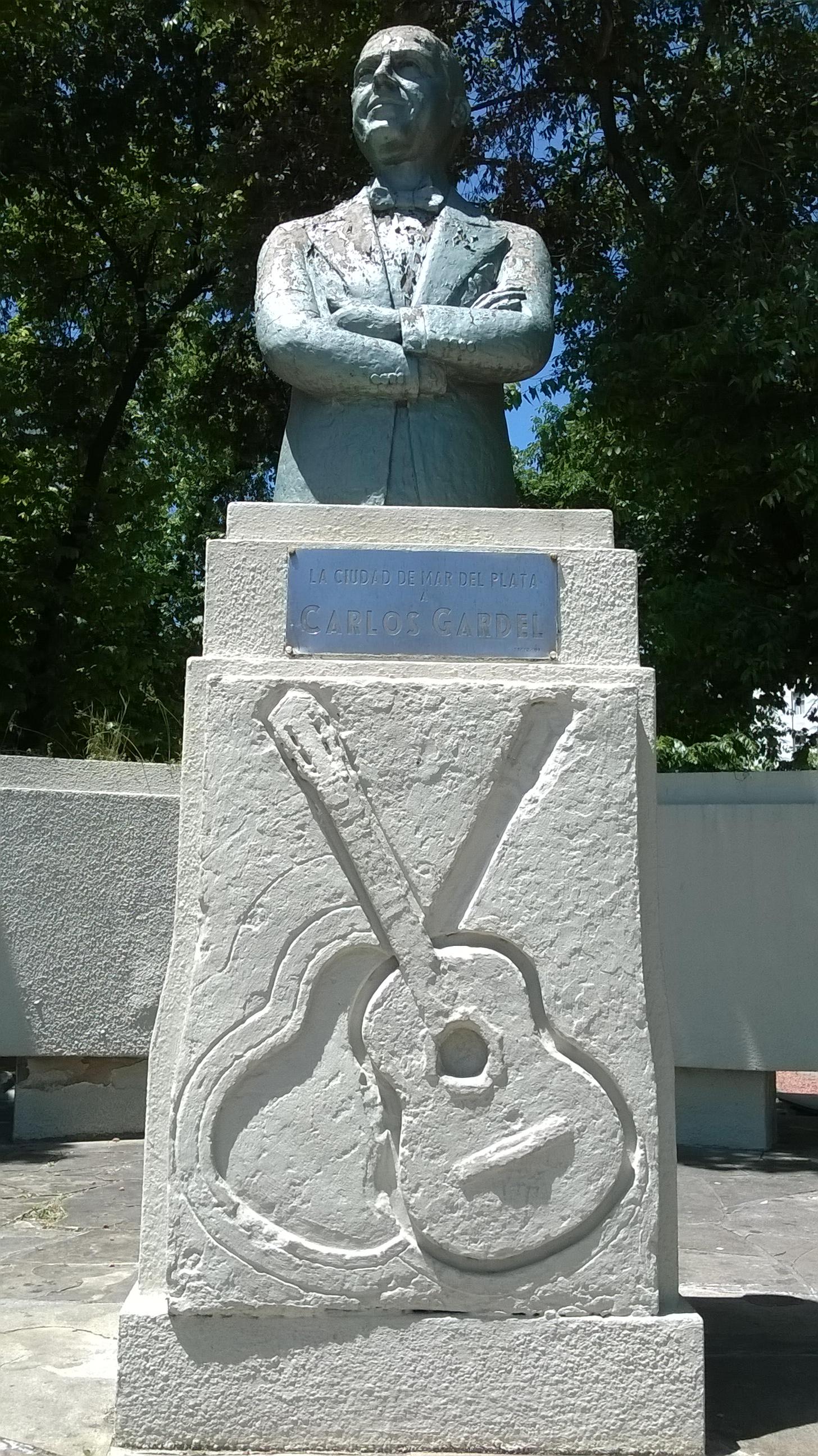 estatua carlos gardel mar del plata argentina pata de perro blog de viajes 3