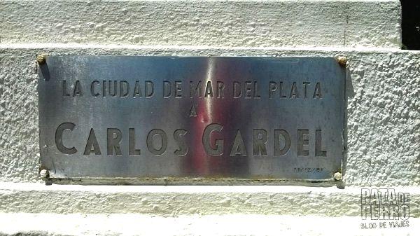 estatua carlos gardel mar del plata argentina pata de perro blog de viajes 4