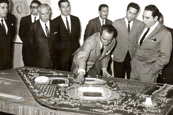 planeando la construcción del estadio Cuauhtémoc