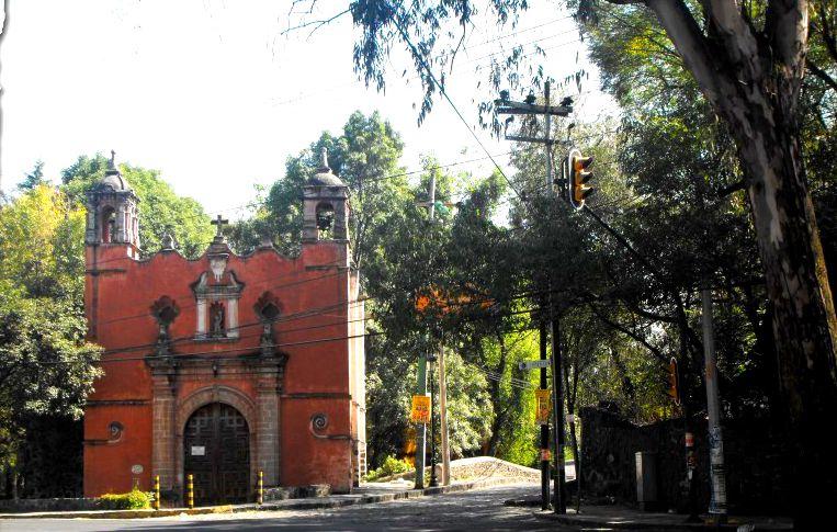 Iglesia y a la derecha el puente
