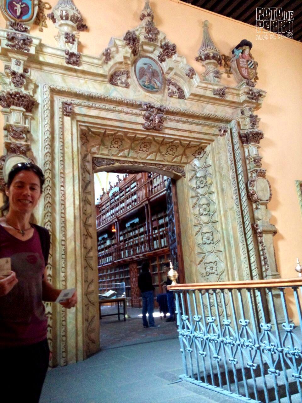 biblioteca-palafoxiana-la-primera-biblioteca-publica-de-america-pata-de-perro-blog-de-viajes-puebla-mexico-01-jpg