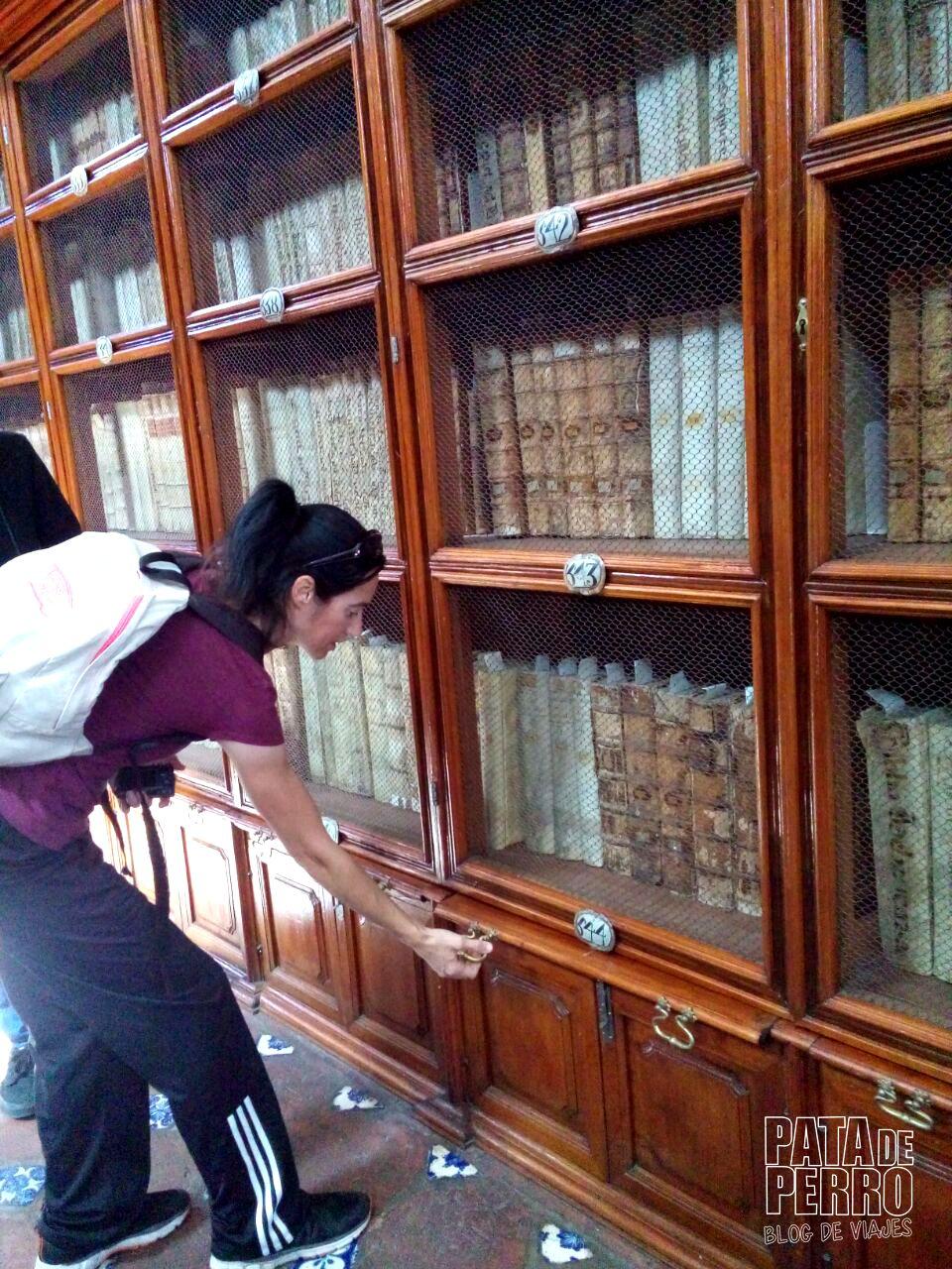 biblioteca-palafoxiana-la-primera-biblioteca-publica-de-america-pata-de-perro-blog-de-viajes-puebla-mexico-02