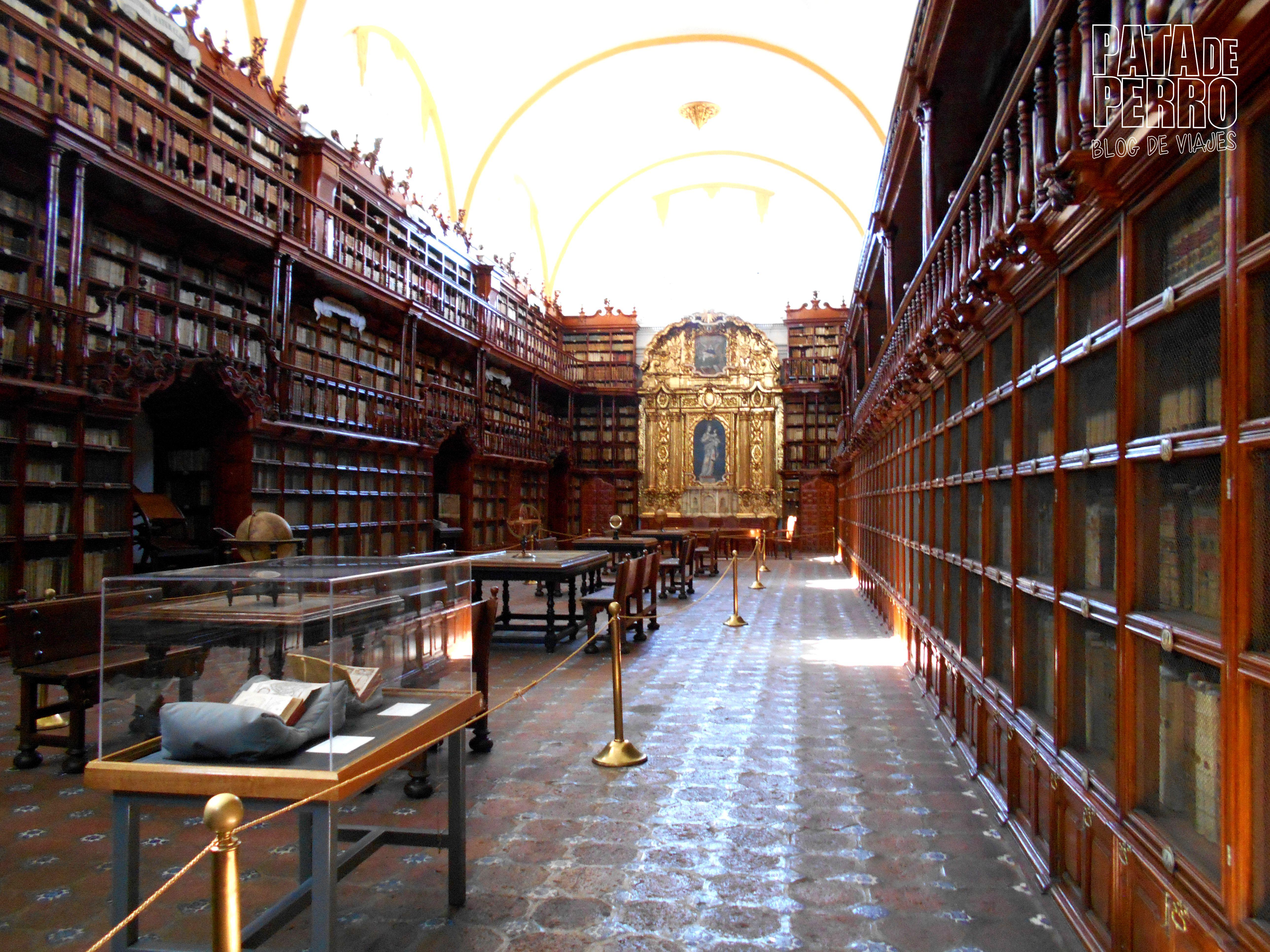 biblioteca-palafoxiana-la-primera-biblioteca-publica-de-america-pata-de-perro-blog-de-viajes-puebla-mexico-03