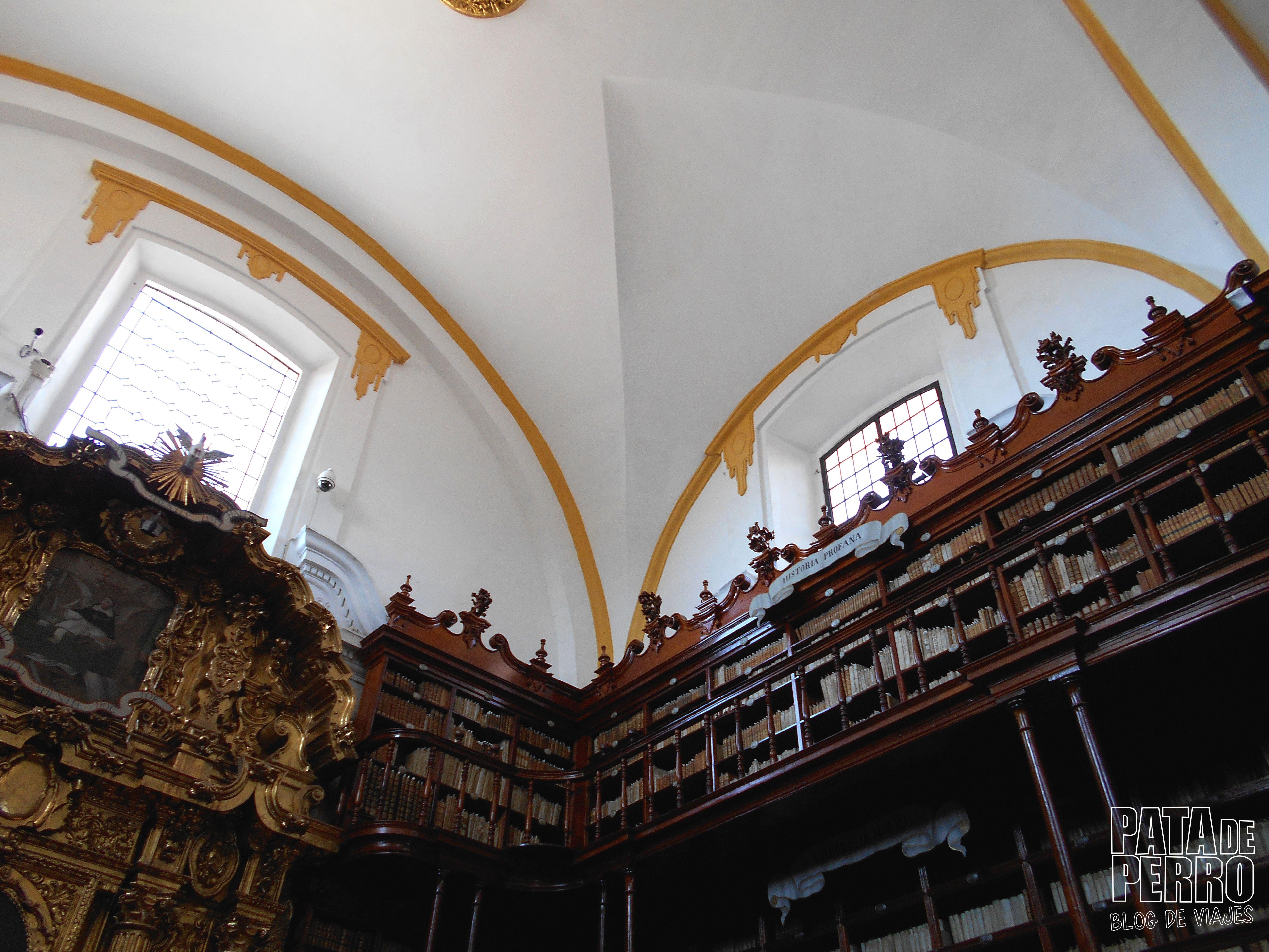 biblioteca-palafoxiana-la-primera-biblioteca-publica-de-america-pata-de-perro-blog-de-viajes-puebla-mexico-06
