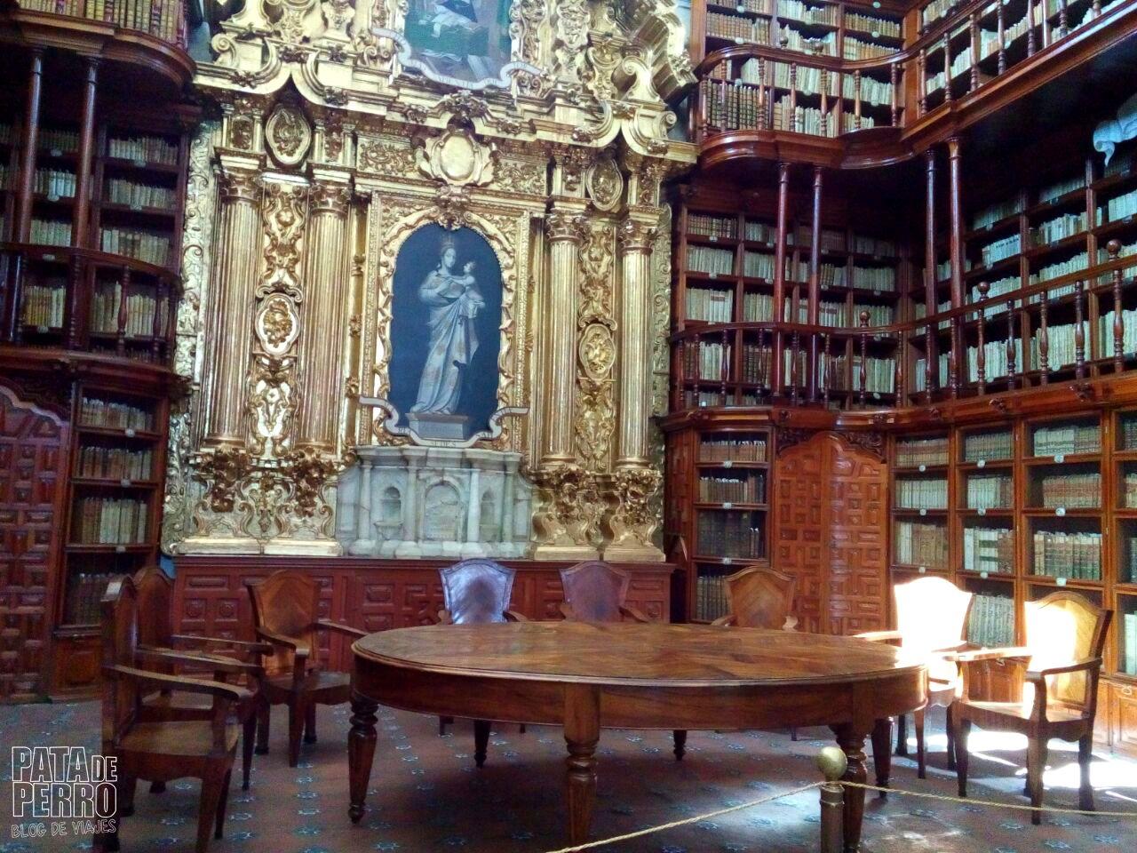 biblioteca-palafoxiana-la-primera-biblioteca-publica-de-america-pata-de-perro-blog-de-viajes-puebla-mexico-08