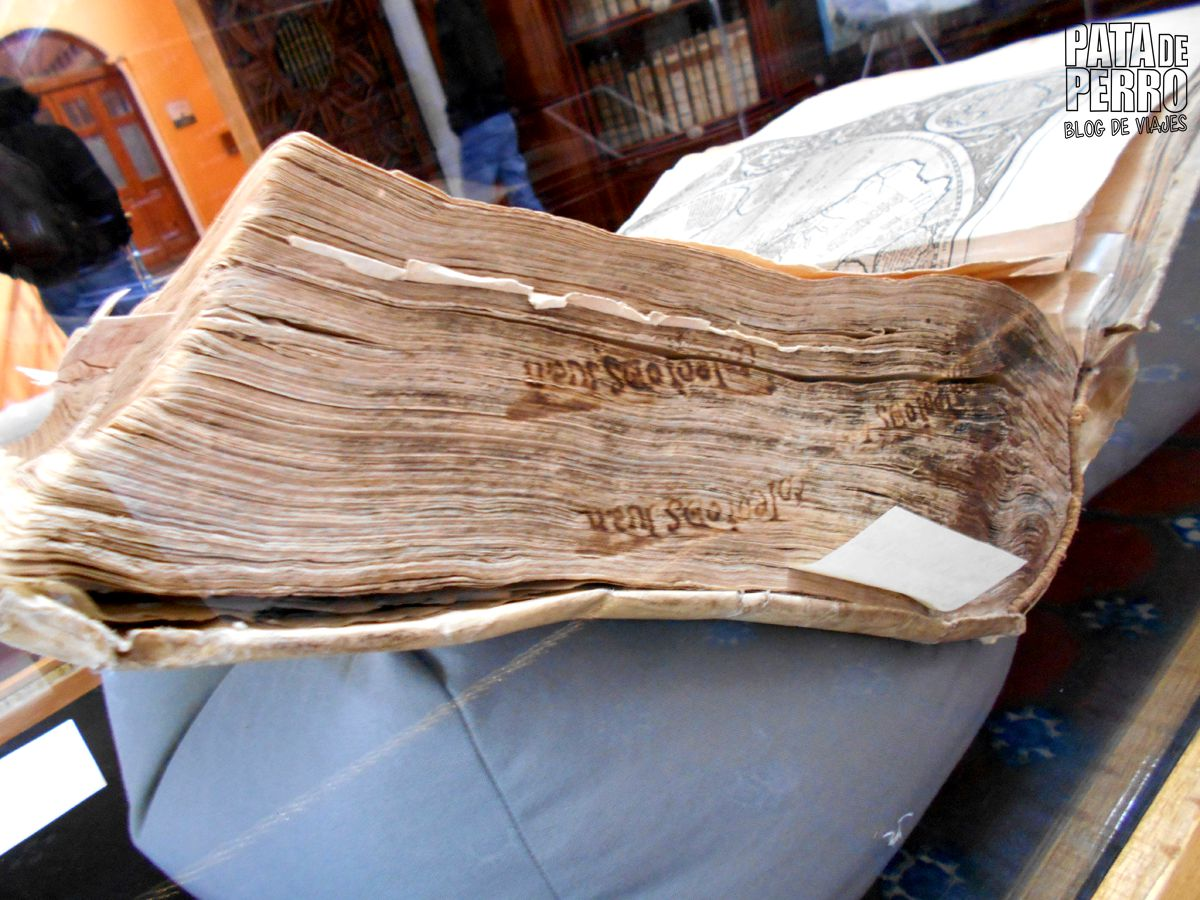 biblioteca-palafoxiana-la-primera-biblioteca-publica-de-america-pata-de-perro-blog-de-viajes-puebla-mexico-16