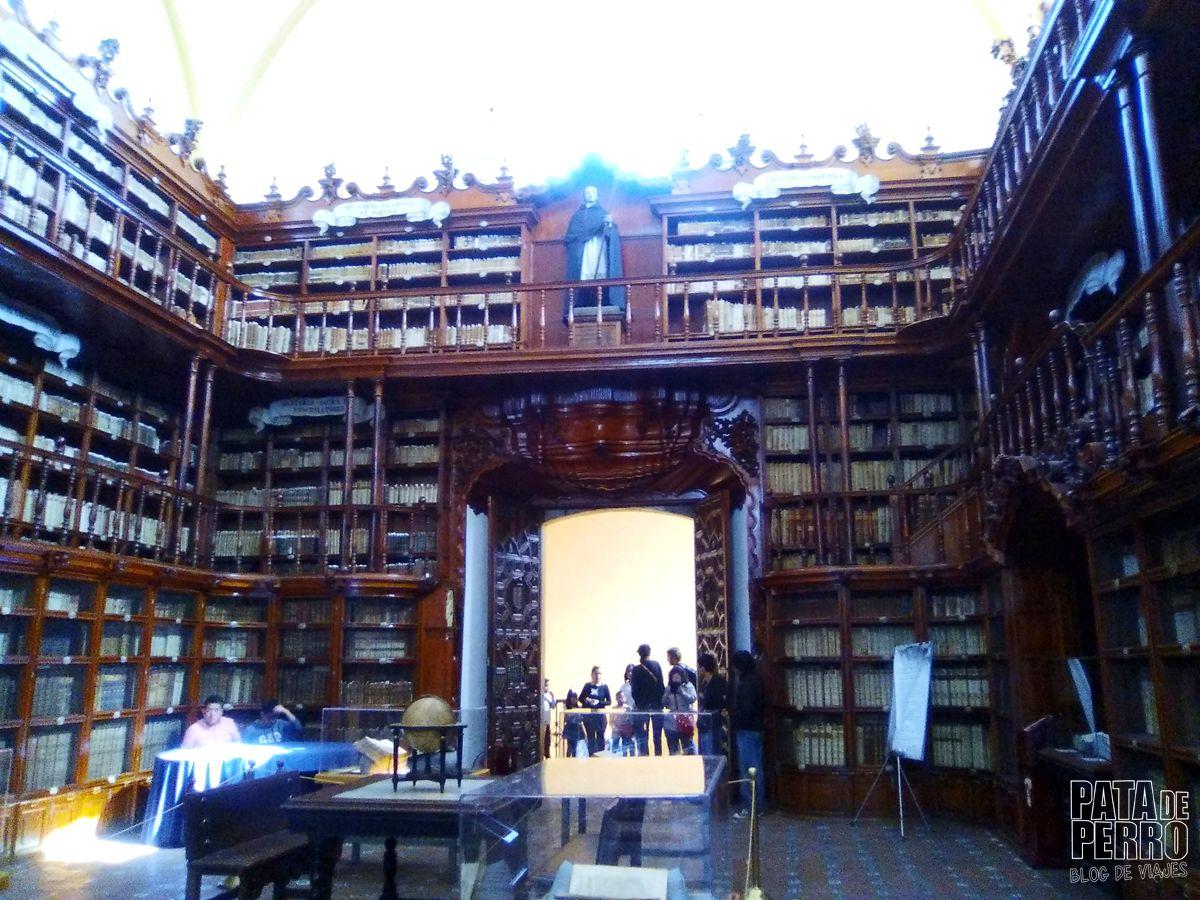 biblioteca-palafoxiana-la-primera-biblioteca-publica-de-america-pata-de-perro-blog-de-viajes-puebla-mexico-18