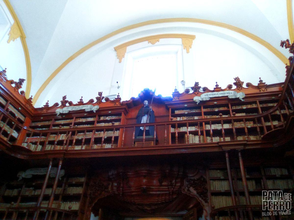 biblioteca-palafoxiana-la-primera-biblioteca-publica-de-america-pata-de-perro-blog-de-viajes-puebla-mexico-19
