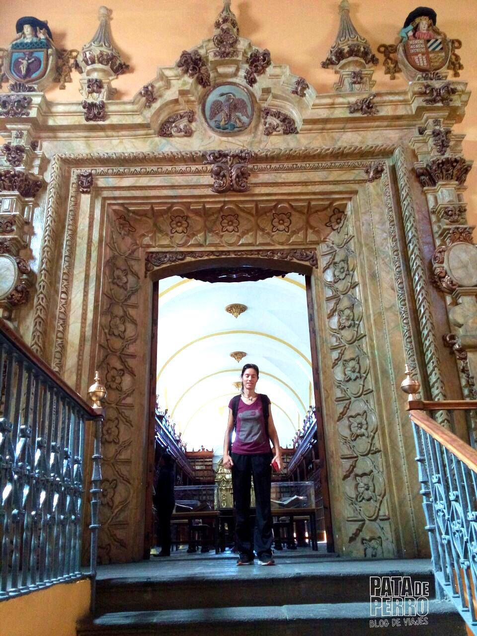 biblioteca-palafoxiana-la-primera-biblioteca-publica-de-america-pata-de-perro-blog-de-viajes-puebla-mexico-22